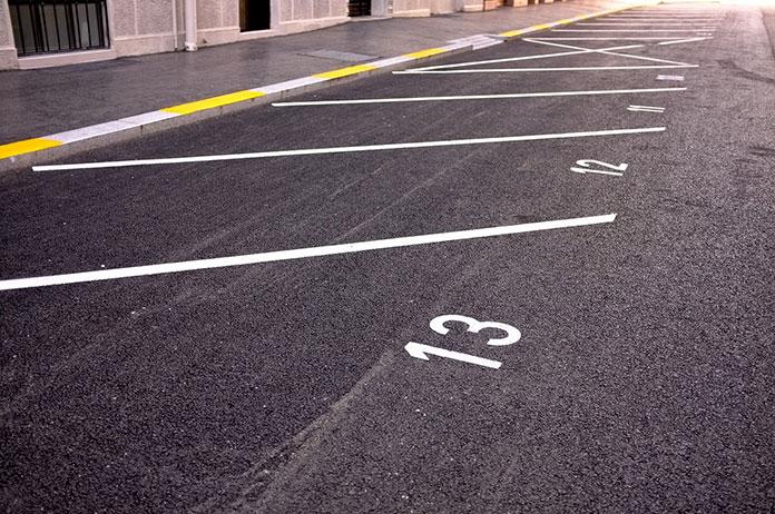 Jadąc w delegację zostaw wypożyczony samochód na parkingu przy lotnisku