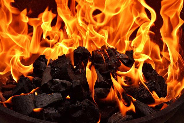 Ogień w salonie to nie tylko kominek